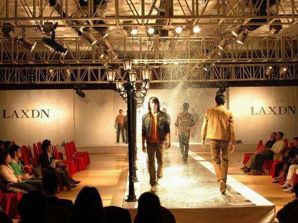 莱克斯/广州市莱克斯顿服饰有限公司全面致力于莱克斯顿品牌在中国市场...