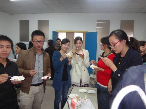 生日快乐 蓝宇/蓝宇外语学校隶属蓝宇教育集团,成立于2000年,经过14年发展...