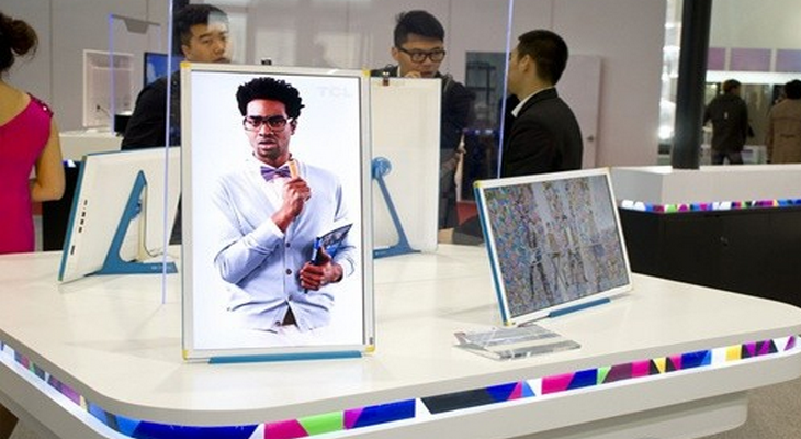 在发展壮大中,TCL确立了在自主创新方面的优势和能力:在TCL诞生了中国第一台免提式按键电话、第一台28寸大彩电、第一台钻石手机、第一台国产双核笔记本电脑等,在全球推出首款商用3D立体液晶电视、首台互联网电视,首台可移动iCESCREEN冰激凌智屏;率先推出全球最大110寸四倍全高清(4K2K)3D液晶电视。