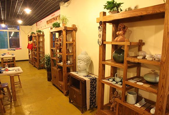 您亲自动手体验陶瓷艺术的奥妙.   馆内特别推出陶泥DIY,瓷泥DIY,