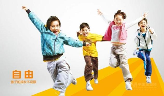 安踏童装品牌展示