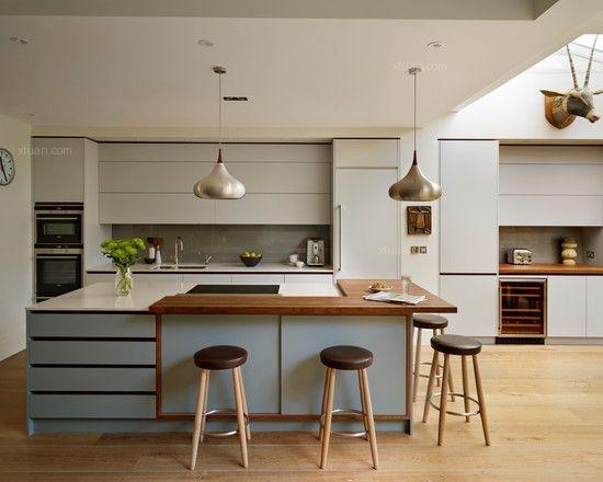整体橱柜品牌:海尔   海尔厨房设施有限公司成立于1997年,十多年来致力于为广大消费者提供个性化的厨房精品,在厨卫行业是领头羊。海尔整体厨房创新性的提出橱电一体化和Allgreen(全程绿色健康)的设计理念,生产具有健康环保、人性便捷、功能强大和外观时尚等特点的厨房,深受广大消费者的欢迎。   整体橱柜品牌:佳居乐   佳居乐整体橱柜的品牌在国内是毋庸置疑的,在产品放慢,引进了很多的整体橱柜的生产技术,拥有比较高素质的生产团队,产品的品质还是信得过,再加上品牌在国内的知名度产品的信誉也还算比
