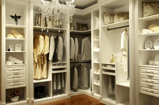 另外制作整体衣柜的材质还有防潮板