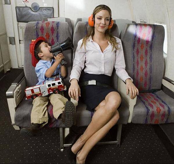 三岁的小孩可以坐飞机吗