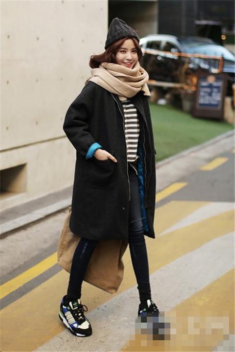 驼色围巾+黑色毛线帽