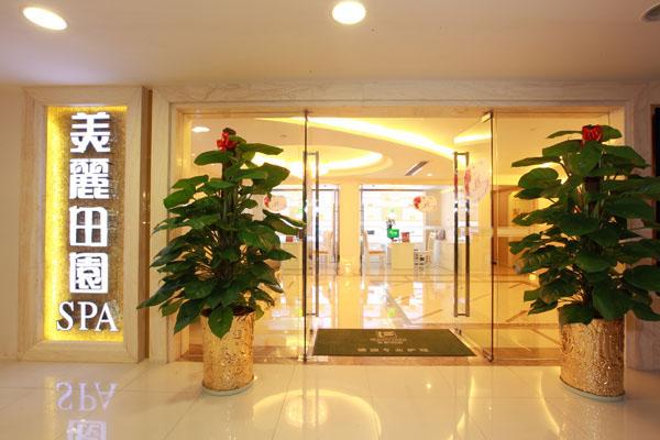 上海美容院加盟品牌有哪些美丽田园美容院 美丽田园美容发展有限公司始创于1993年,是中国著名的美容美体SPA连锁中心之一,总部设于上海。美丽田园致力于将欧洲前沿美容技术引入中国,专业服务于爱美人士,努力让每个人的肌肤更加健康美丽,气质更加典雅迷人。 上海美容院加盟品牌有哪些香梅美容院 香梅SPA是一家专业从事女性美容美体服务的连锁机构,正式成立于2005年,它凭借先进的技术,以及特色、精致、优雅而又奢华的产品而名传上海。