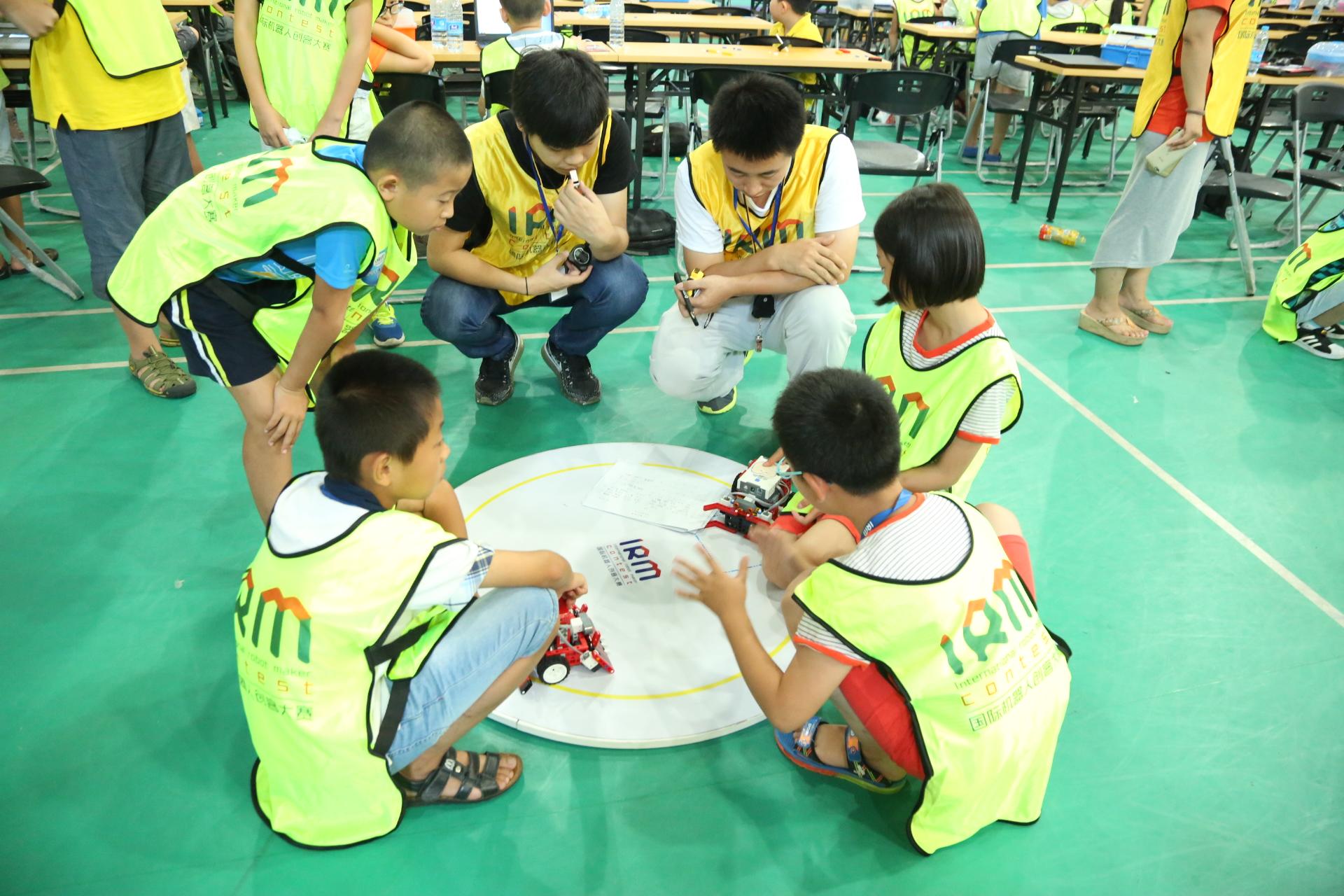 么鼓励孩子参加机器人比赛