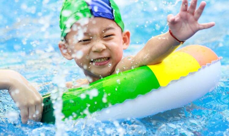 婴泳少飞婴儿游泳馆加盟