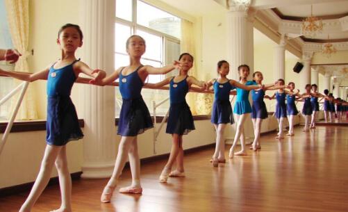 少儿舞蹈培训班赚钱吗