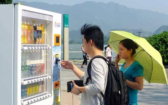 方便人们出行的自动售货机