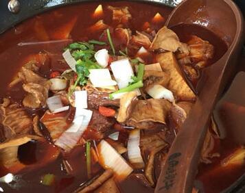 一锅两头牛火锅养生锅