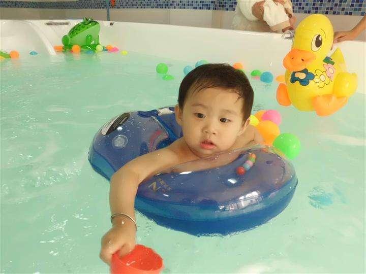 婴儿游泳馆