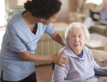 康乐年华养老院照顾老人