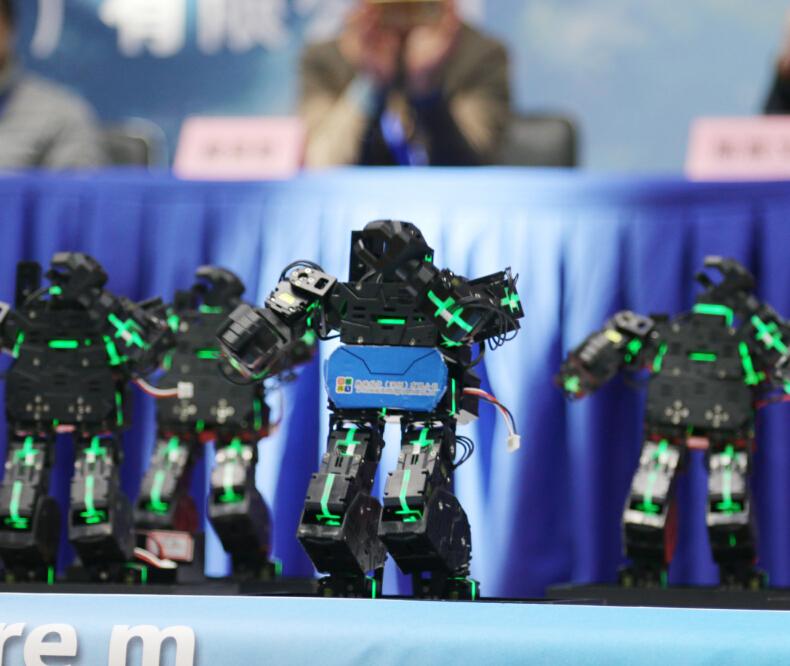 雄孩子机器人