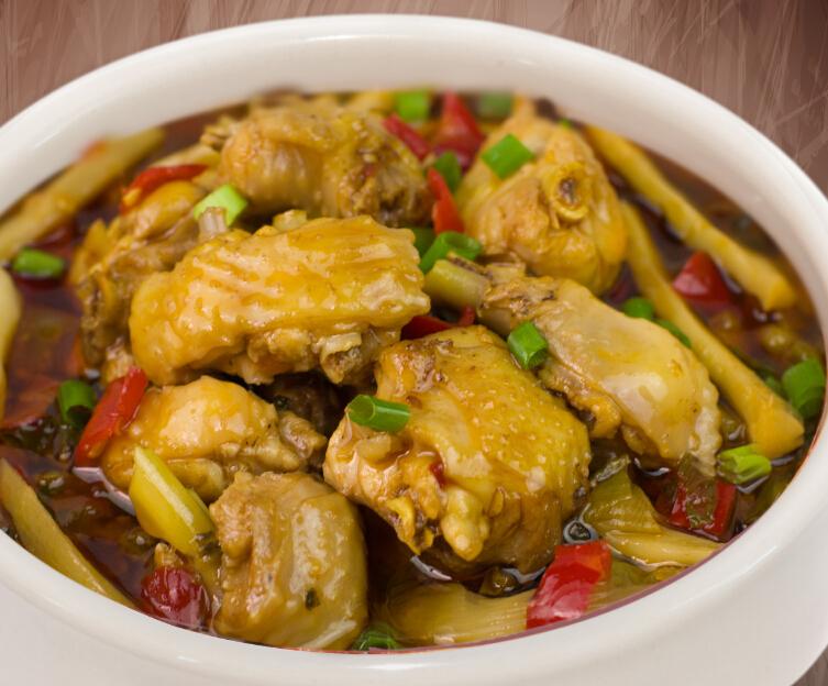 翠翠姑娘武陵酸笋焖鸡饭