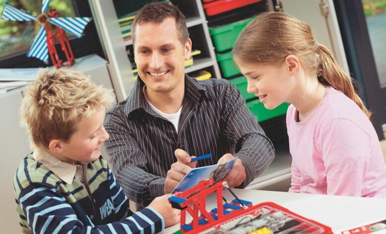 创炫机器人教师教学