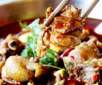苗寨笋子芋儿鸡美味