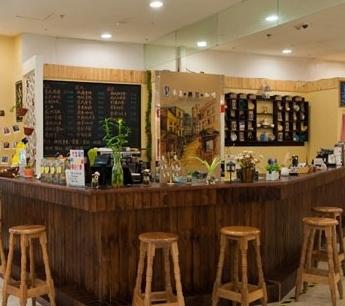 参差咖啡馆吧台