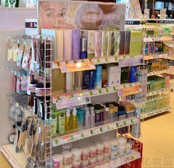 医美化妆品店内景
