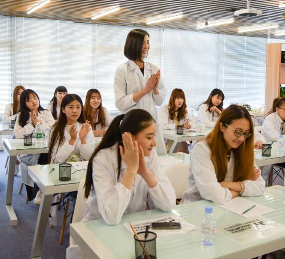 伊摩尔国际美学教学时刻