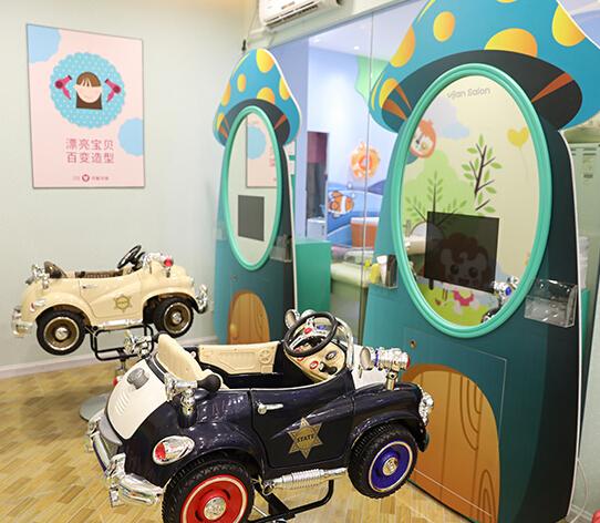 可爱可亲母婴店游玩区
