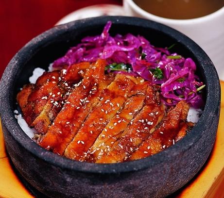 美石记石锅拌饭叉烧饭