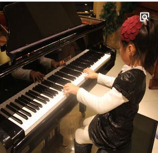 艺好学钢琴启蒙教室练琴