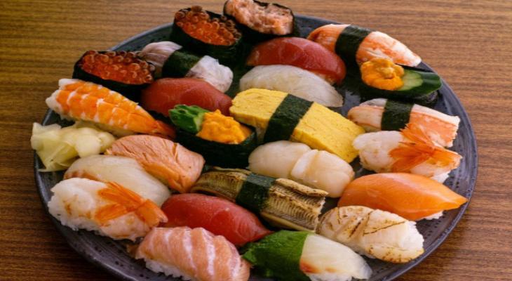 争鲜旋转寿司展示