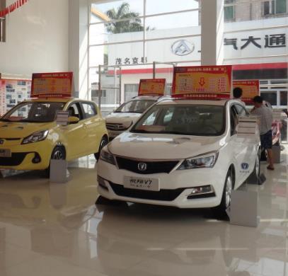 汽车4s店白色汽车