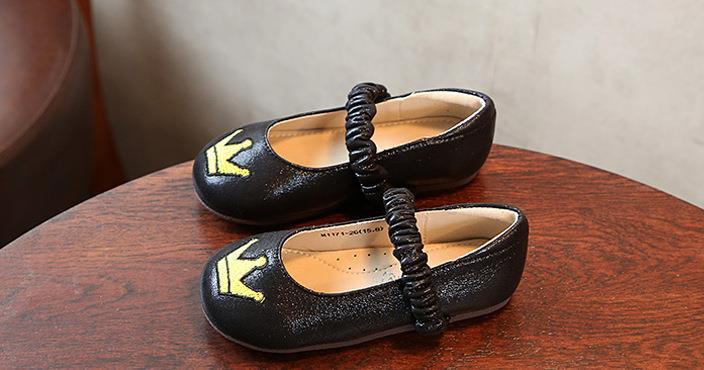 张燕小皮鞋