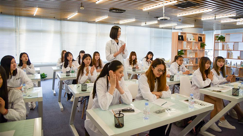 伊摩尔国际美学培训课堂
