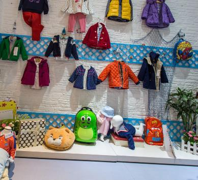童装童装加盟店展示