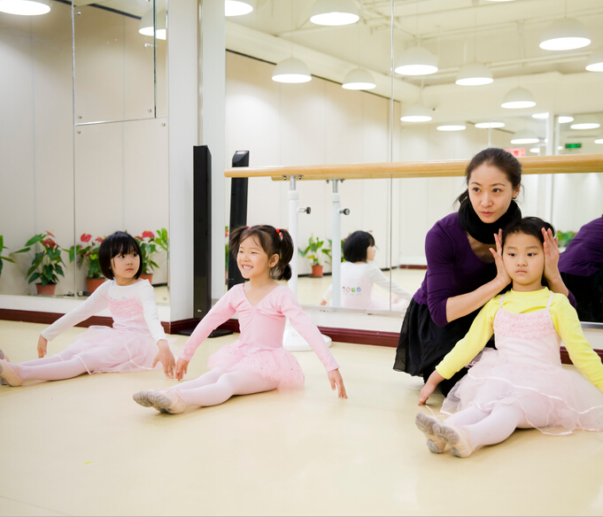 得雅舞蹈教学