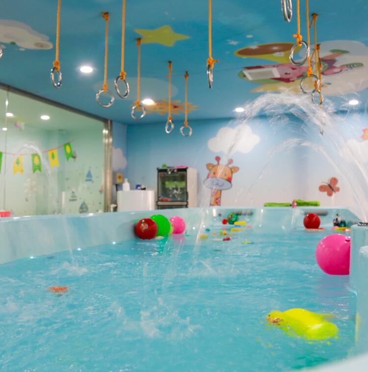 蓝月儿游泳池