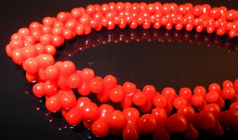 玉兰油饰品红珠子