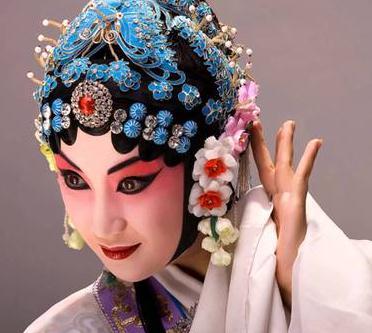 杨阳东方舞艺术加盟