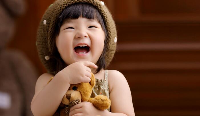 伊娜爱贝儿知名儿童摄影爱笑的女生
