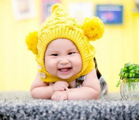 金色童年儿童摄影黄帽子