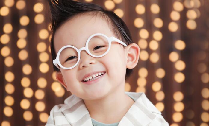 伊娜爱贝儿知名儿童摄影飞机头男生