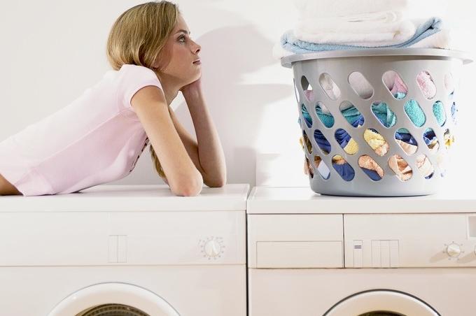 洗衣婆洗衣潔白