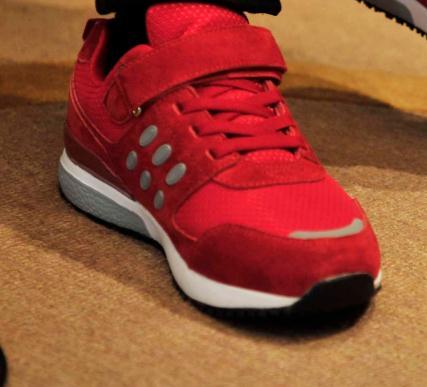 足力健老人鞋红色