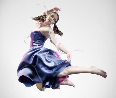艺龙舞蹈紫色