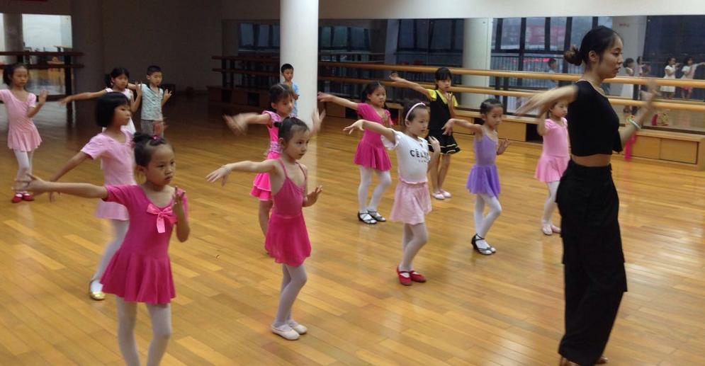 小苹果舞蹈加盟