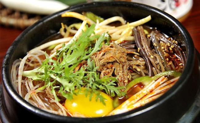 小骆馄饨牛肉粉丝汤火锅鸡蛋牛肉面