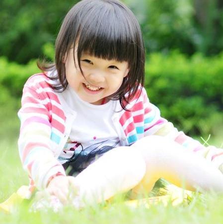 漂亮宝贝儿童摄影白色