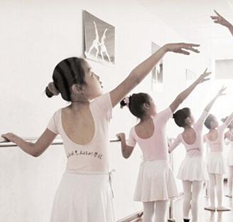 金昕仪艺术培训舞蹈练习