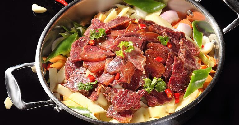 鸭嘴鱼牛肉焖锅