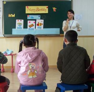 郎文英语授课中