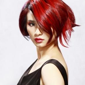 爱玛仕红色短发