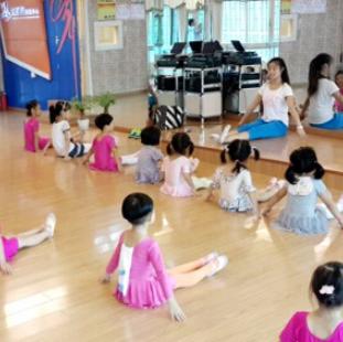 少儿舞蹈班课程
